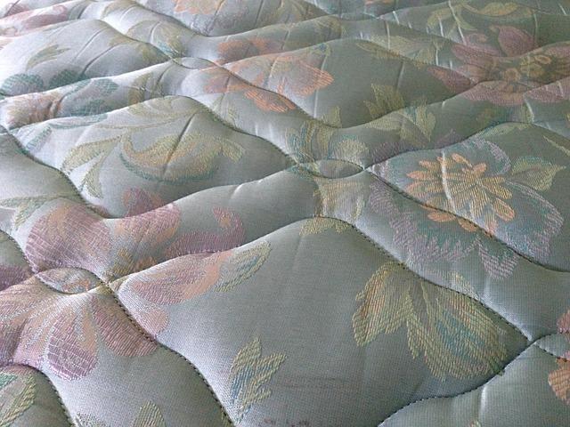 מיטה זוגית עם מזרון